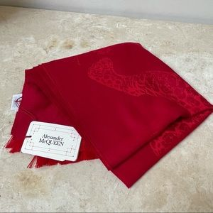 Alexander McQueen NWT red wool leopard/skull print scarf
